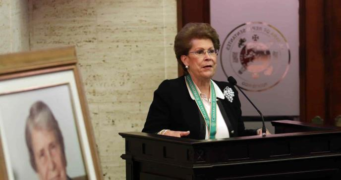 Reconocen a la Dra. Antonia Coello con Premio a la Excelencia del Servicio al Prójimo