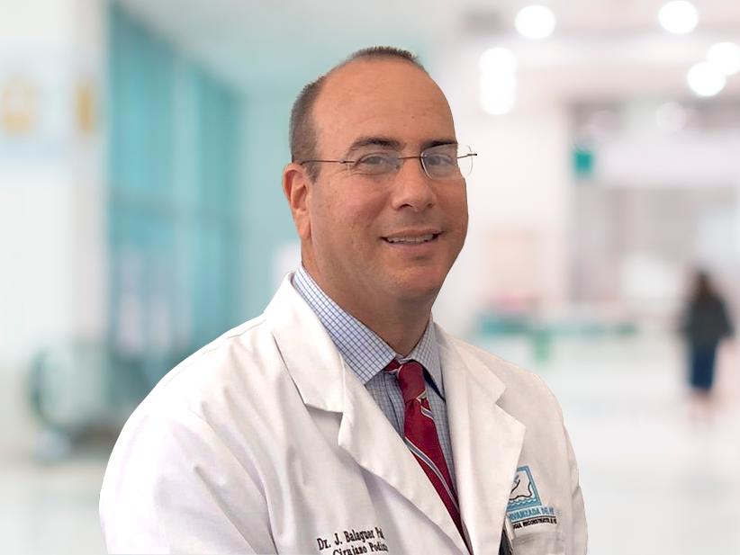 Doctor Joaquín Balaguer médico y cirujano podiatra.